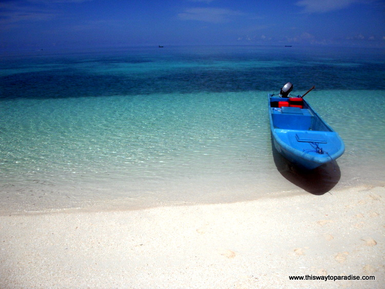 Blue boat on Kai Island