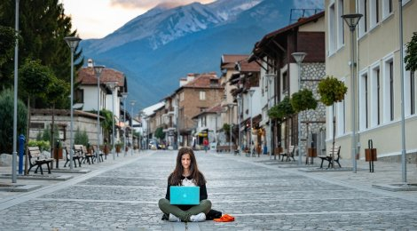 How To Stay Safe While Working Abroad