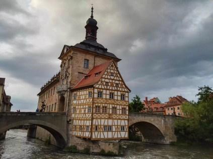 Das alte Rathaus auf der Oberen Brücke in Bamberg