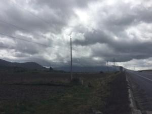 Blick auf wolkenbehangenden Cotopaxi