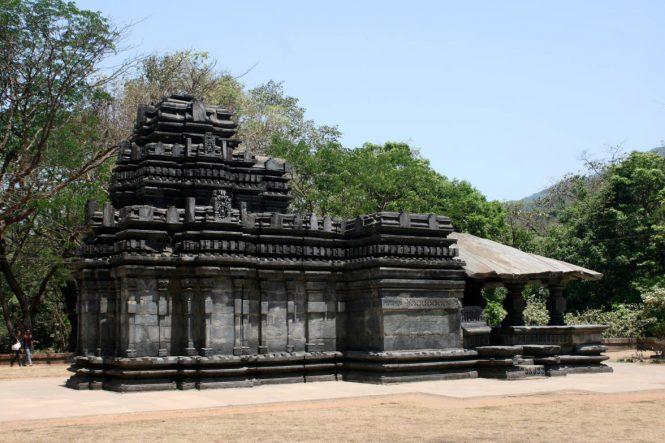 Image Source: http://goa-tourism.com/GTDC-holidays/images/temple-mahadev-mandir.jpg