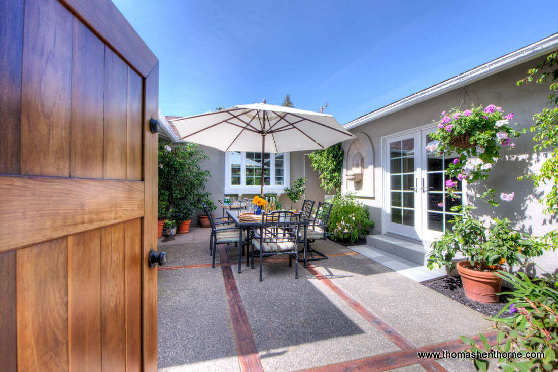 Welcome to California LIving - Outdoor Dining Area
