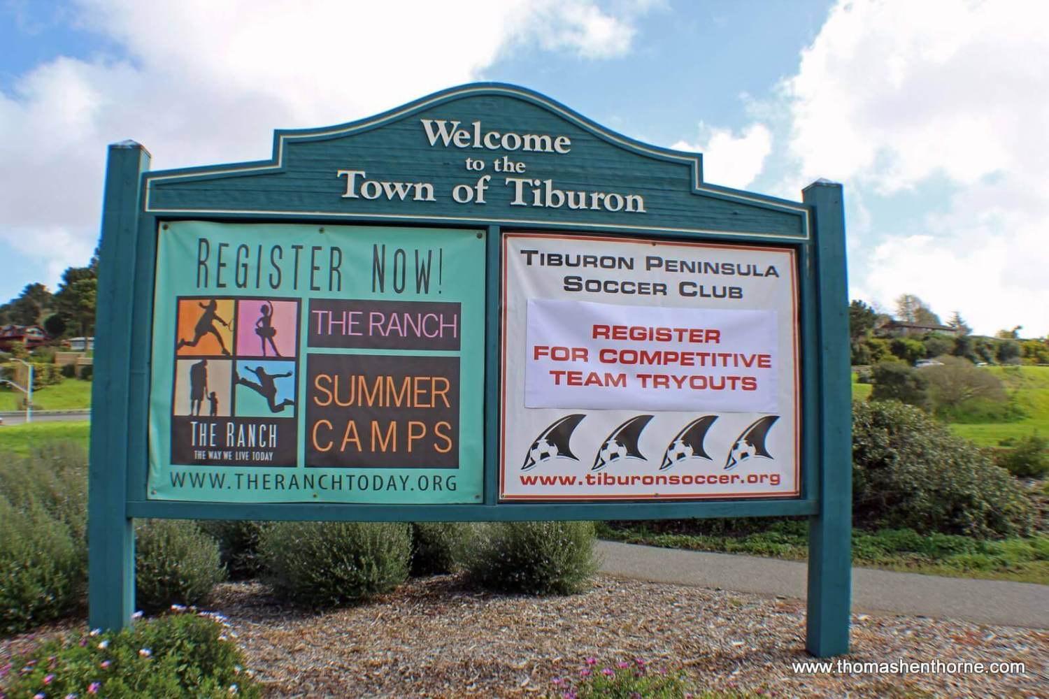 Welcome to the town of Tiburon sign