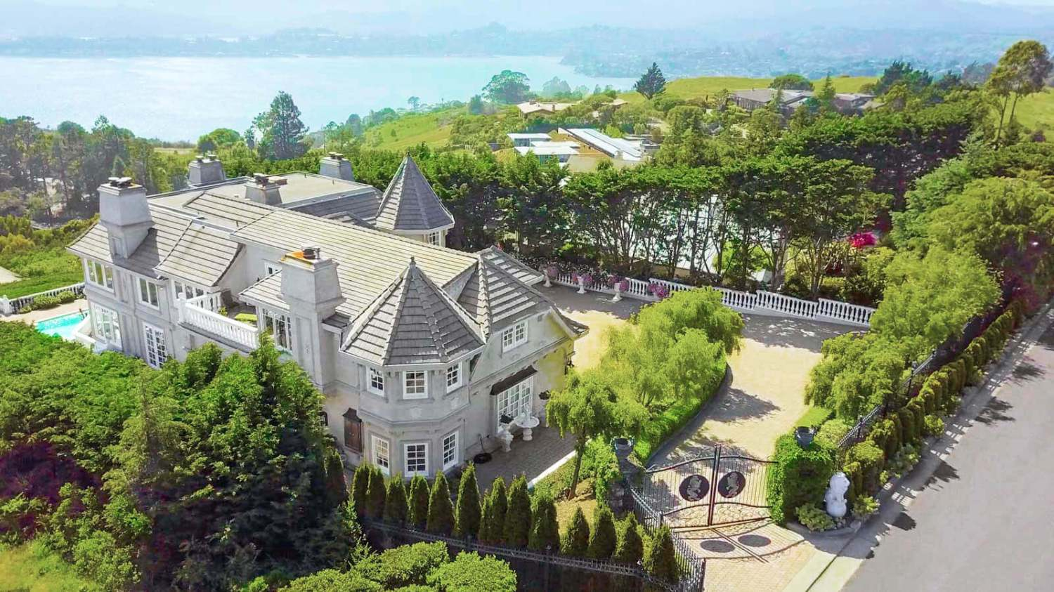 Aerial view of 190 Gilmartin Drive in Tiburon, California