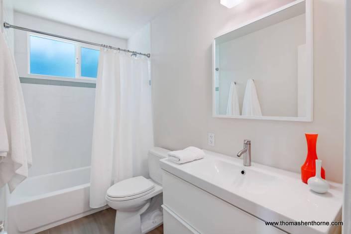 Crisp white modern bathroom
