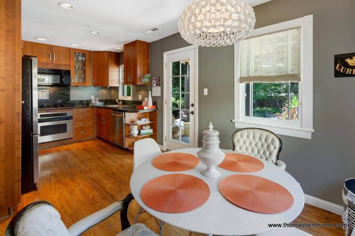 Dine in kitchen with round table