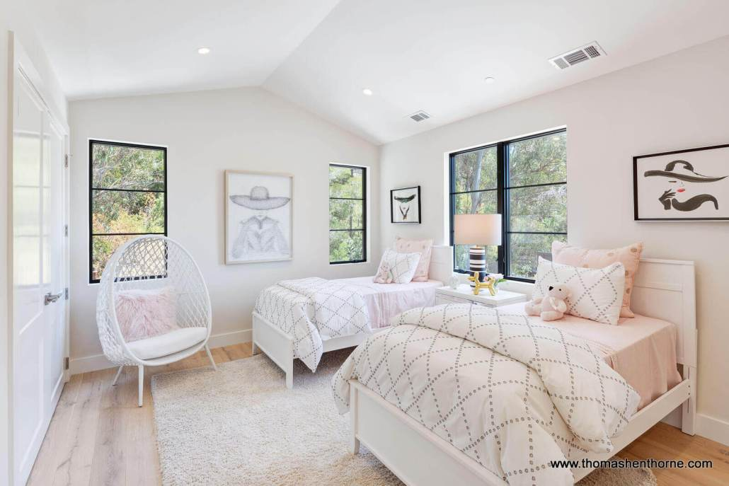 Bedroom with two twin beds and 3 windows