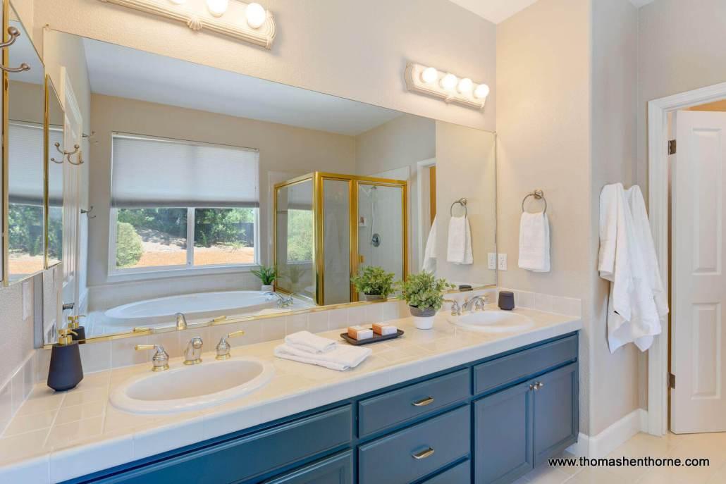 dual sinks in primary bathroom