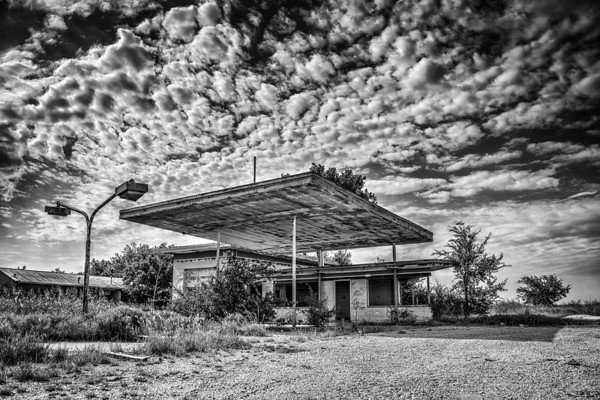 An abandoned gas station in Billings, OK.