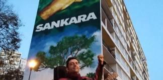 Julien Nicollet devant la fresque consacrée à Thomas Sankara à Ivry