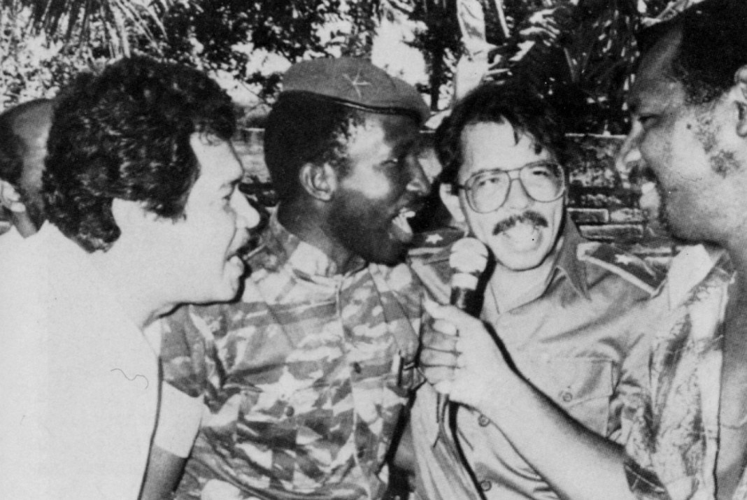 Sankara chante avec Daniel Ortega