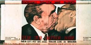 Judasküsse an der Mauer © Bundesarchiv