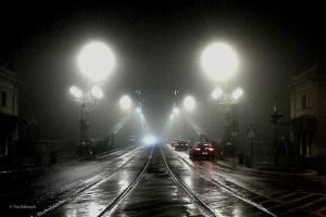 Freiheitsbrücke in Budapest im Nebel © Tom Rübenach