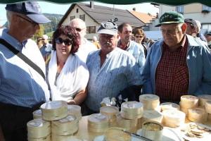 La fête du vacherin aux Charbonnières, l'occasion de découvrir les premiers fromages de la saison.