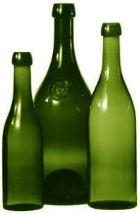 Au milieu, le pot vaudois de 1,4 litre, de 1822