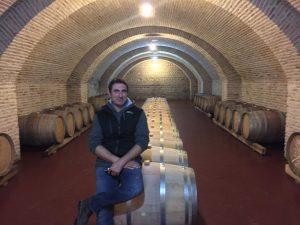 L'œnologue Patrick Honnef dans les caves rénovées du Château Mukhrani.