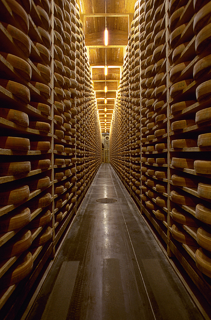 https://i0.wp.com/www.thomaswalshphotographer.com/_images/Cuisine%20Web%20Photos/Comte-Cheese-Aging.jpg