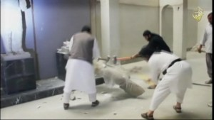 Islamic_State_smashes_statues