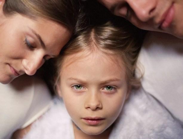 Pais, filha, (6-8), cabeças, junto, close-up