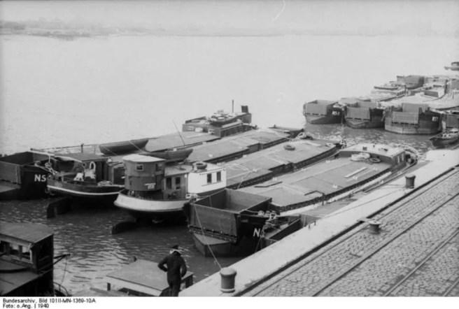 Barges destinées à l'opération Sea Lion