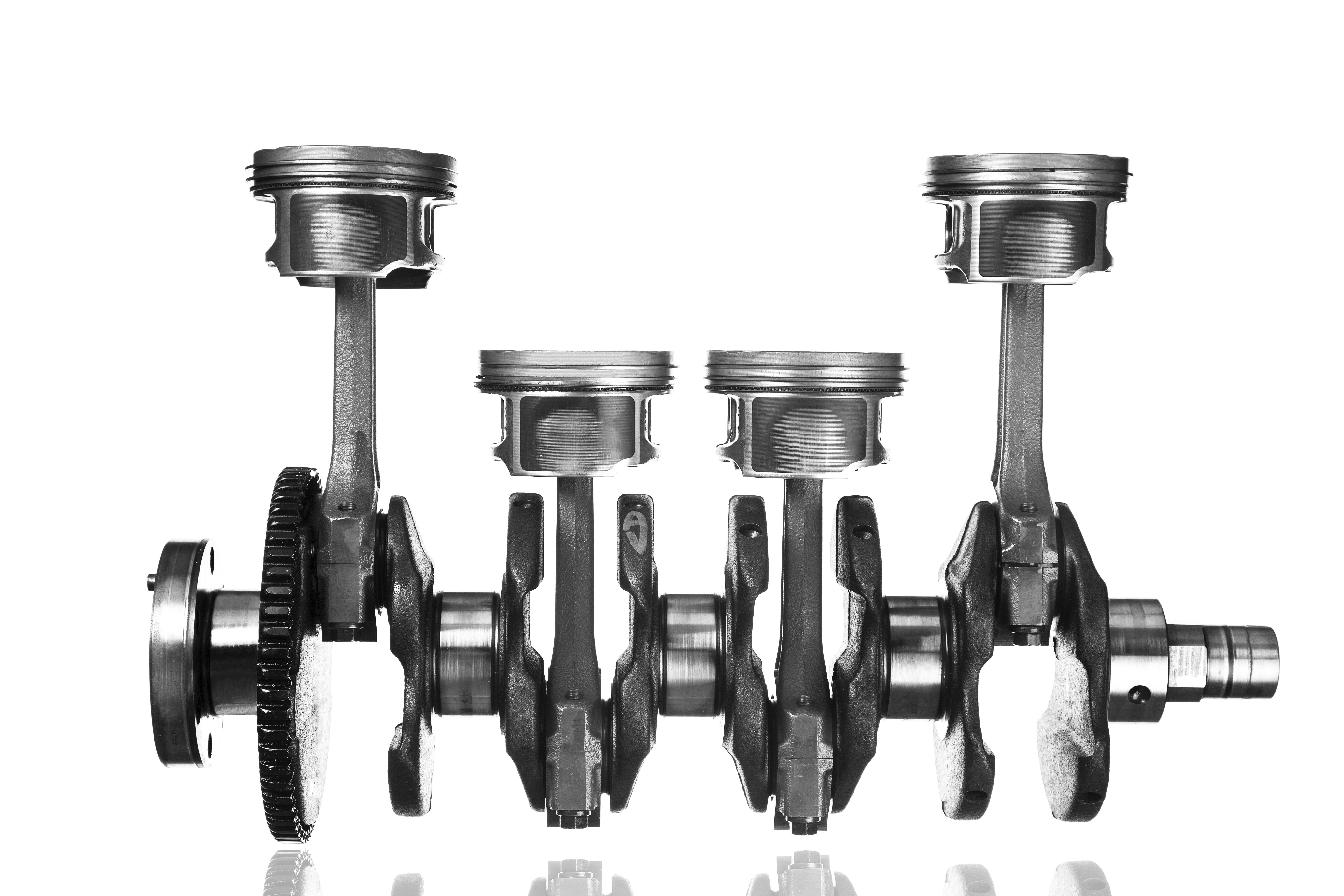 4 Engine Parts Pistons Cylinders Rods And A Crankshaft
