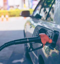 fueling a car [ 1501 x 1000 Pixel ]