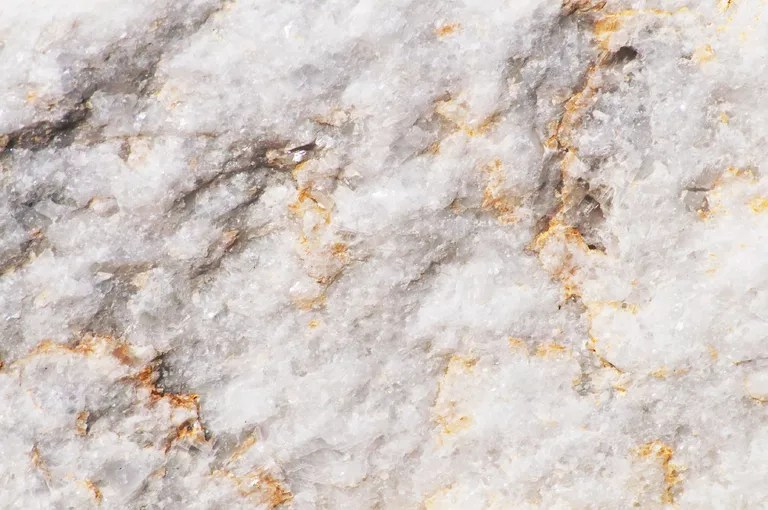 Mermer kristalimsi bir metamorfik kayadır.  Saf haliyle, beyaz.