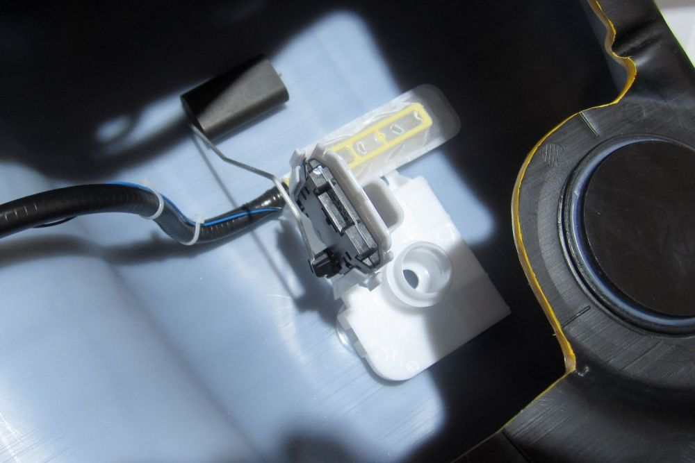 medium resolution of cutaway fuel tank showing fuel sending unit