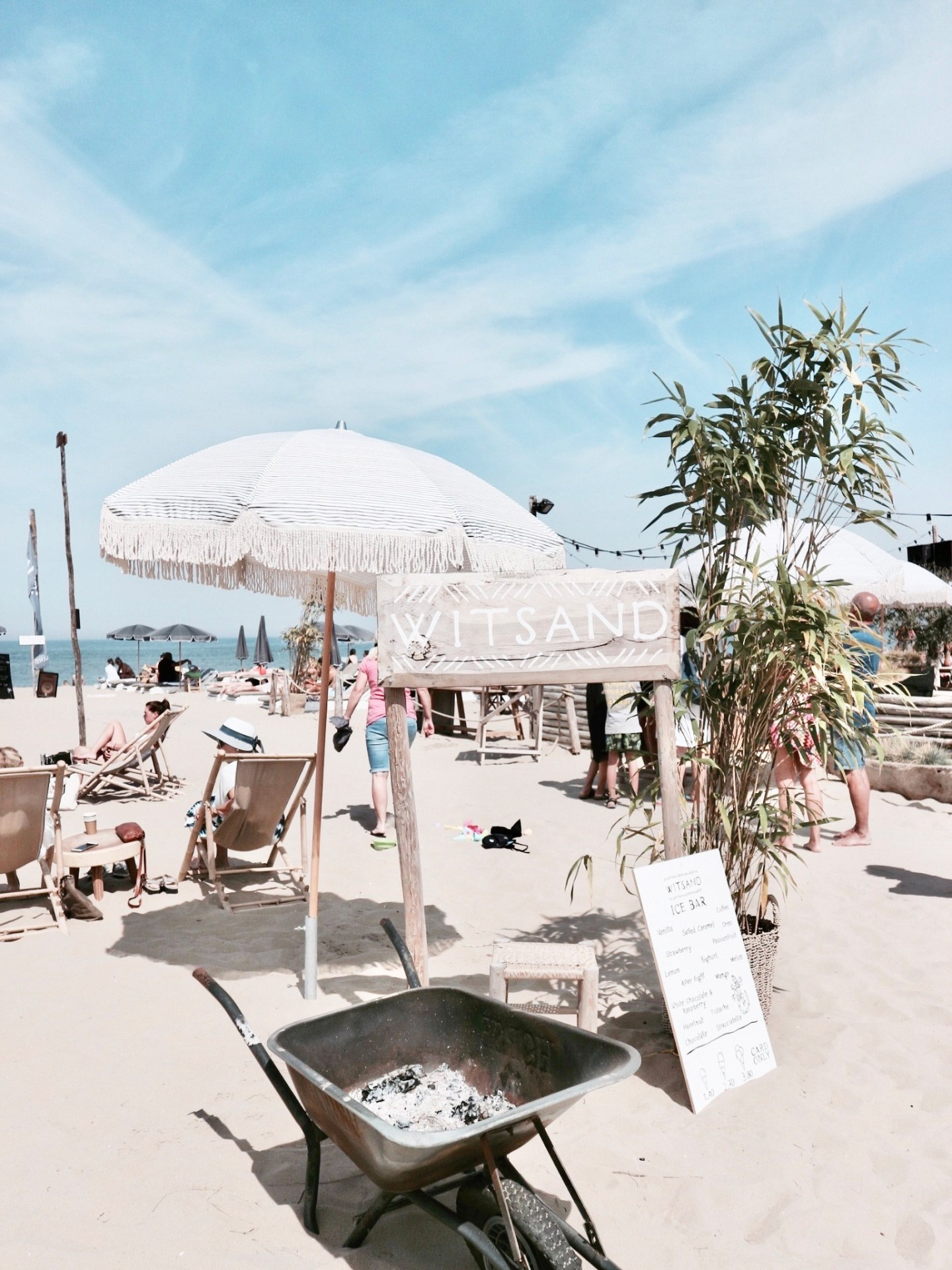 Love Those Endless Sunny Beach Days | Strandclub Witsand, Noordwijk