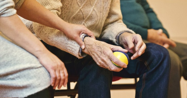 Looking After Aging Parents: Which Care Option Is Right For You?