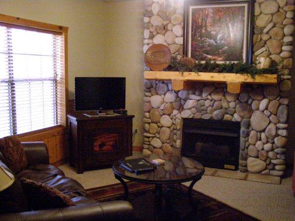 2-bedroom-branson-cabins-bed