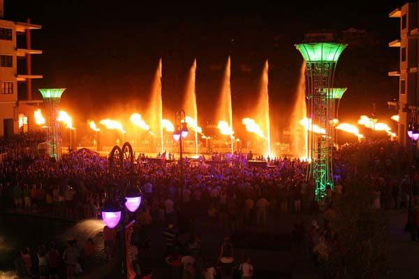 bransonlanding-fire-show