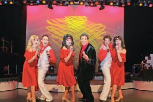 Barry Williams Performing the 70's Music Celebration