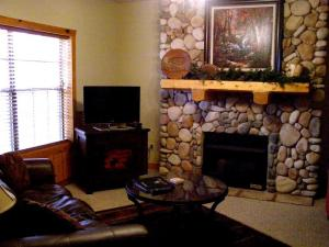 cabins-grand-mountain-1-bedroom-stone-fireplace
