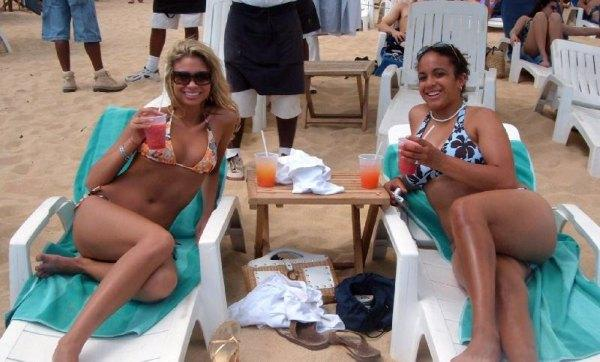 Girls at El Mediano, Cabo San Lucas Beach