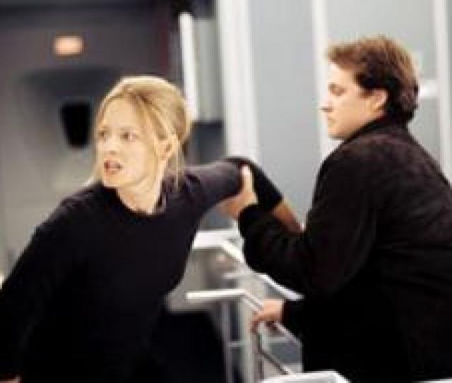 Jodie Foster And Peter Sarsgaard In Flightplan