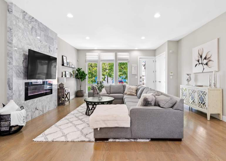 Beautiful and spacious living room in the house for sale in Chicago with a fireplace