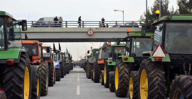 Ποινική δίωξη κατά 10 αγροτών για το μπλόκο στη Νίκαια