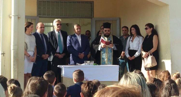 Μάνδρα: Σε 5ο δημοτικό και 2ο νηπιαγωγείο ο Γιώργος Πατούλης