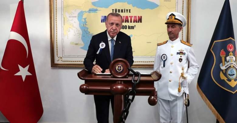 Ο Ερντογάν φανερώνει ότι η «γαλάζια πατρίδα» περιλαμβάνει το μισό Αιγαίο