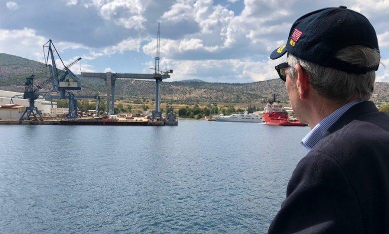 Στα ναυπηγεία Ελευσίνας ο Αμερικανός Πρέσβης