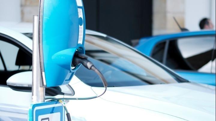 Στην Ελλάδα η παραγωγή των φορτιστών ηλεκτρικών οχημάτων