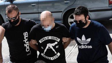 Βαρύτατες κατηγορίες για τον αστυνομικό και τον πατέρα που εξέδιδαν 18χρονη