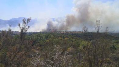 Μεγάλη φωτιά στην Άνω Αλμυρή Κορινθίας - Εκκενώθηκε οικισμός