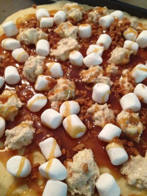 chocolate_caramel_pizza