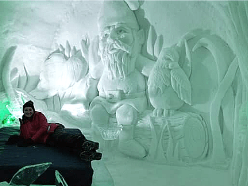 garden_gnome_scuplted_into_wall_hotel_de_glace