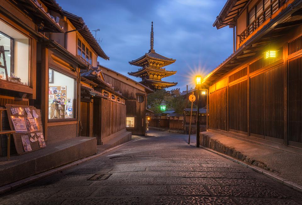 Fall Town Wallpaper An Ancient Japanese Temple Tower Of Yasaka Tsl Post