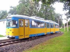 Triebwagen 592 an der Haltestelle Waltershausen Bahnhof. (24. Juli 2004)