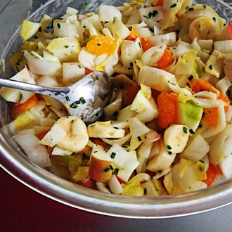 Frisse witlofsalade met fruit