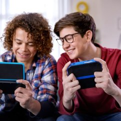 New Nintendo 2DS XL - Lifestyle shot